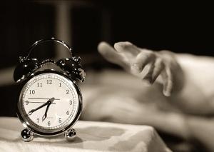 acordar, despertador, corpo pesado, cansado, férias