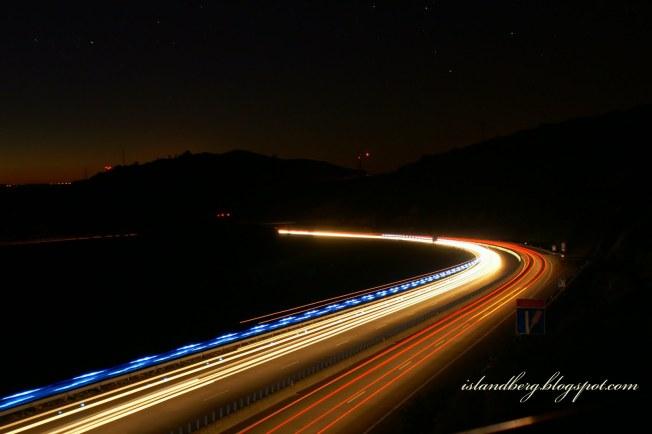 autoestrada, noite, temporal, sozinhos