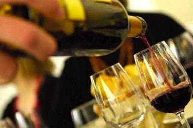garrafa de vinho, mesa de bar, companhia
